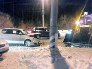 У Тольятті навантажувач протаранив легковик і покалічив автоледі