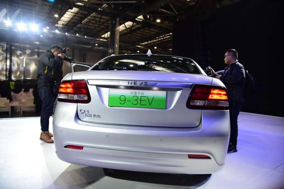 Компанія NEVS показала електричний седан із зовнішністю Saab 9-3
