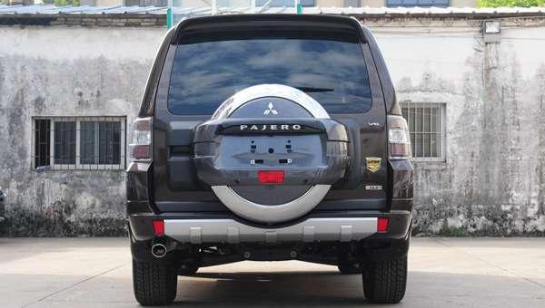 У Mitsubishi випустили спецверсію Pajero в честь сторіччя