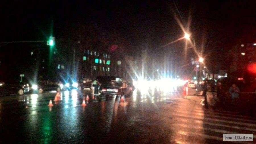 ДТП позашляховика і «Лади» перекрив виїзд зі Смоленська