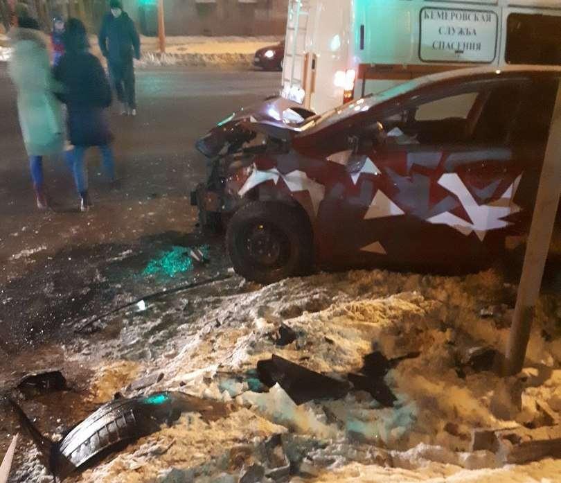 Три людини постраждали в ДТП «ВАЗ 2110» і Hyundai в Кемерові