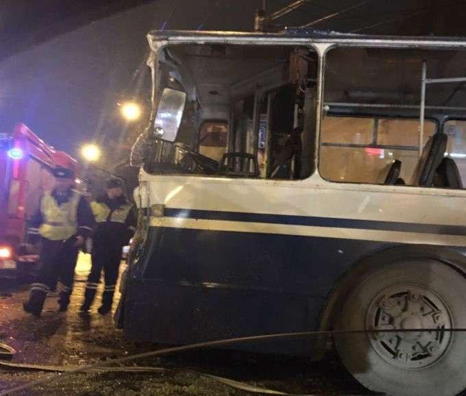 Пожежна машина і тролейбус зіткнулися на перехресті в Іванові