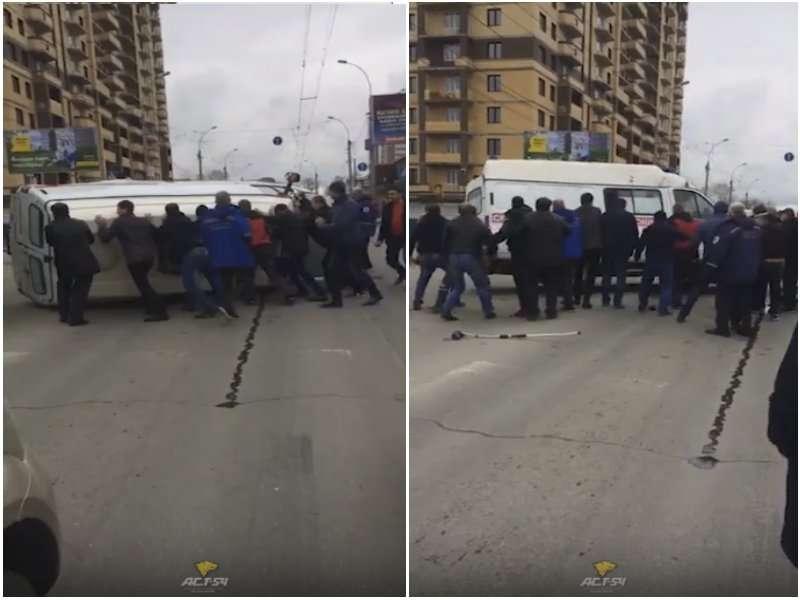 ДТП в Новосибірську: очевидці ставили на колеса «швидку»