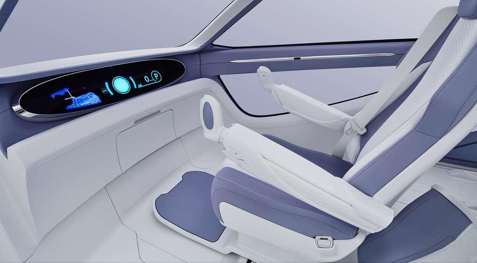 Toyota показала електрокар з дверима «крила чайки» і гироскутер