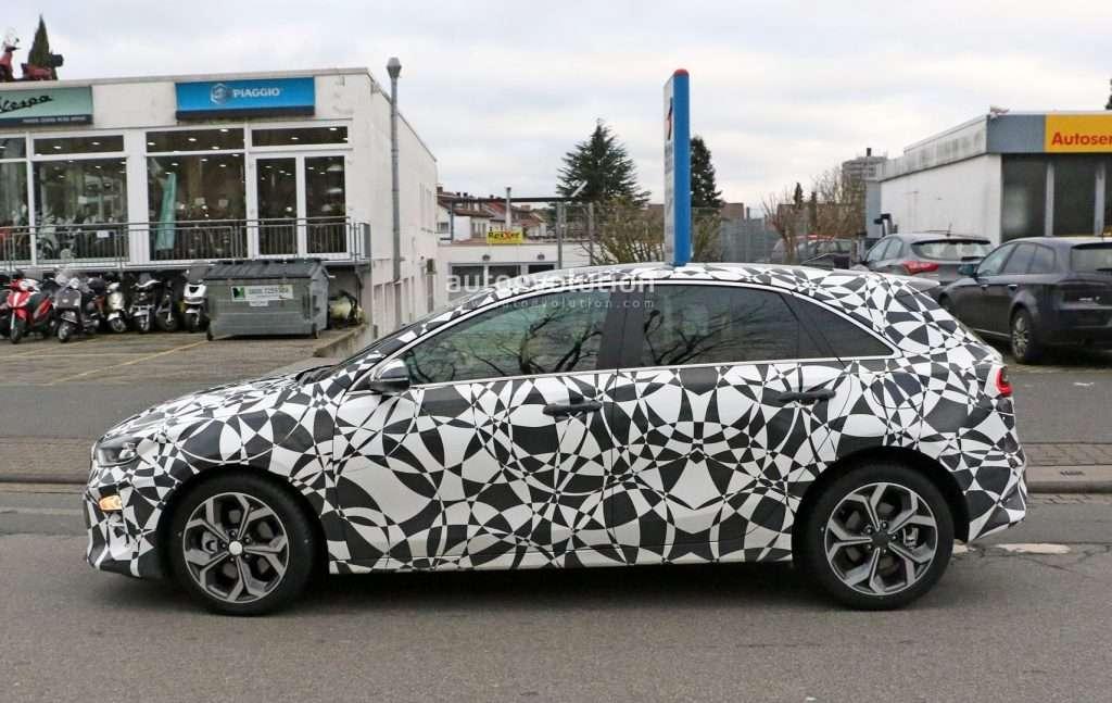 Хетчбек Kia ceed нового покоління помічений на тестах в серійному кузові