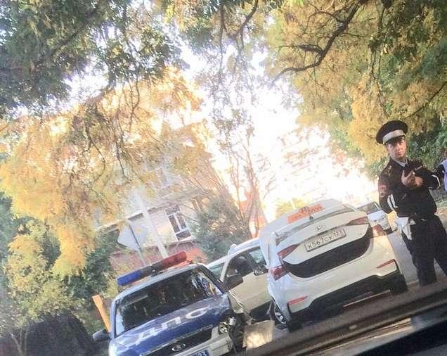 У Сочі відбулося ДТП за участю машини ДПС і таксі