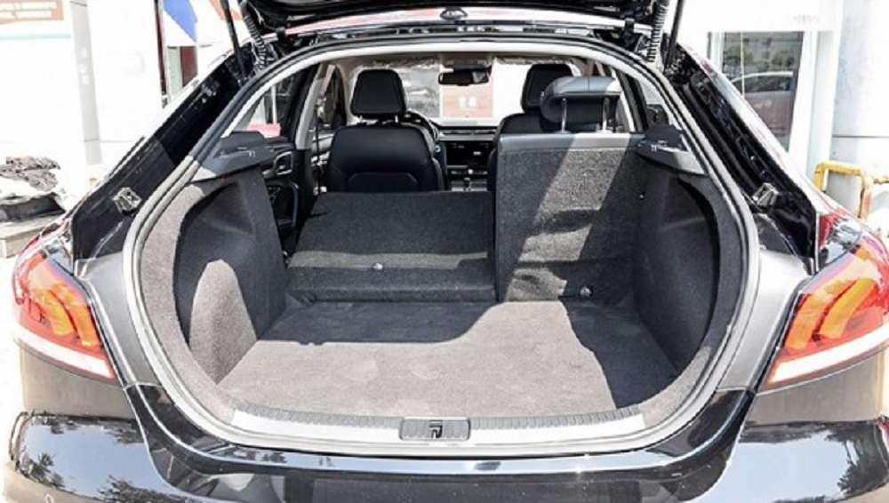 Ліфтбек MG 6 нового покоління дістався до дилерів