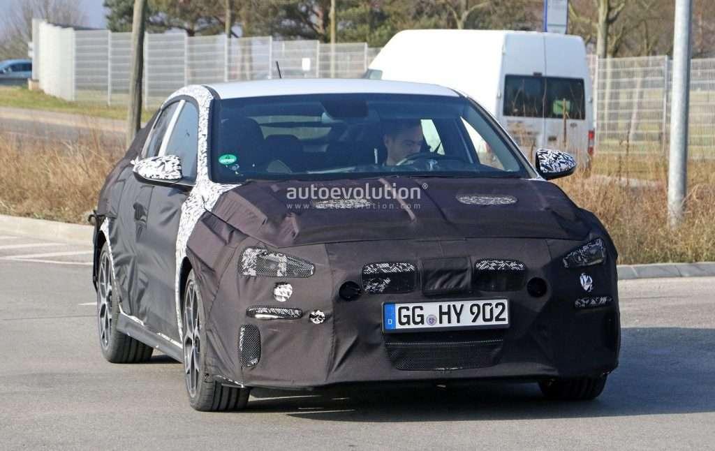 «Заряджений» фастбек Hyundai i30 помічений на тестах