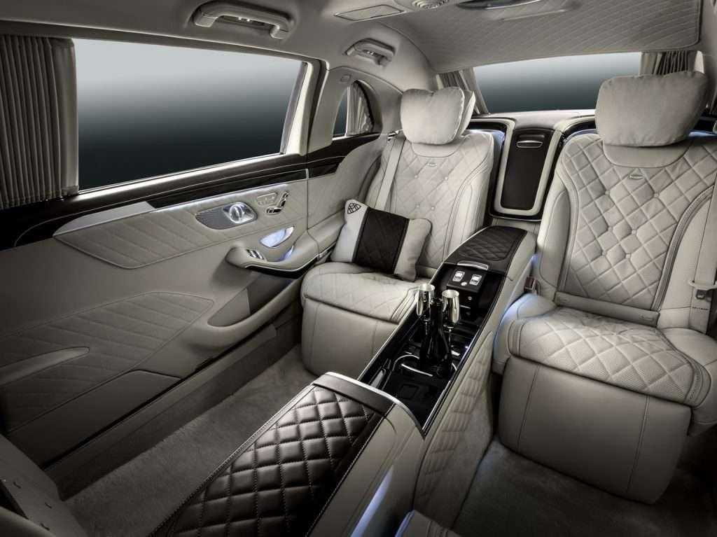 Mercedes-Maybach продає два келихи для шампанського за 300 тис. рублів