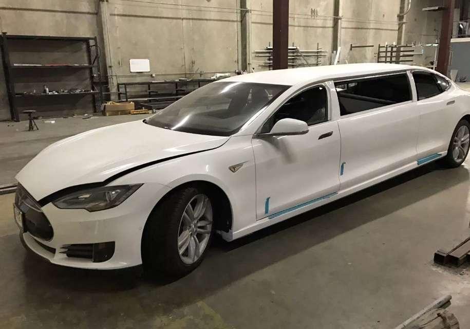 Перший лімузин Tesla виставили на онлайн-аукціон