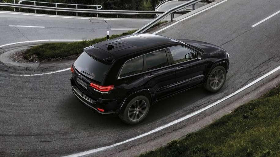 Jeep підготував дуже чорний «спортивний» Jeep Grand Cherokee