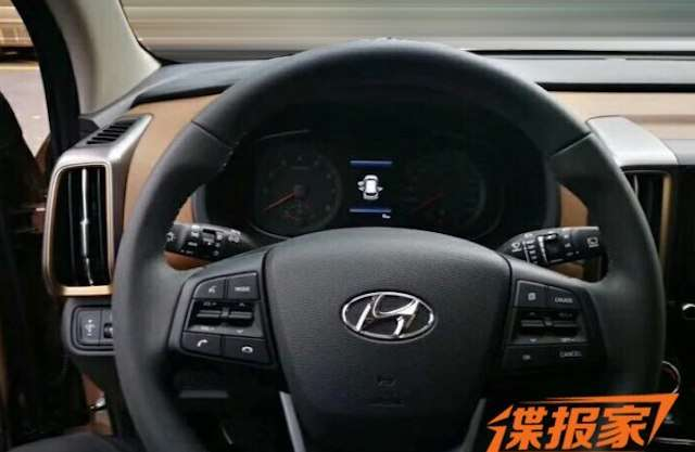 Опубліковані перші знімки інтерєру нового Hyundai ix35