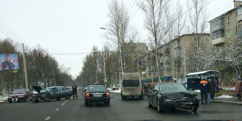 Одна людина постраждала в ДТП «ВАЗ-2112» і Audi в Ярославлі