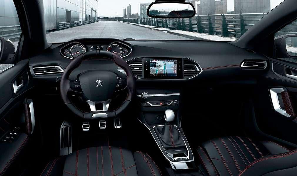 Дилери Peugeot в Росії почали продажі оновленого Peugeot 308