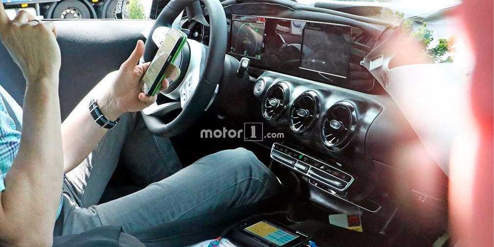 Розсекречений салон хетчбека Mercedes-Benz A-Class нового покоління