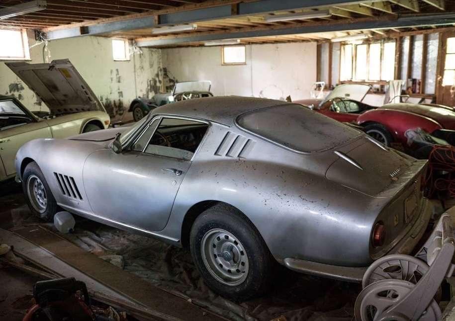У США в покинутому гаражі знайшли Ferrari і Shelby за 8 млн. доларів