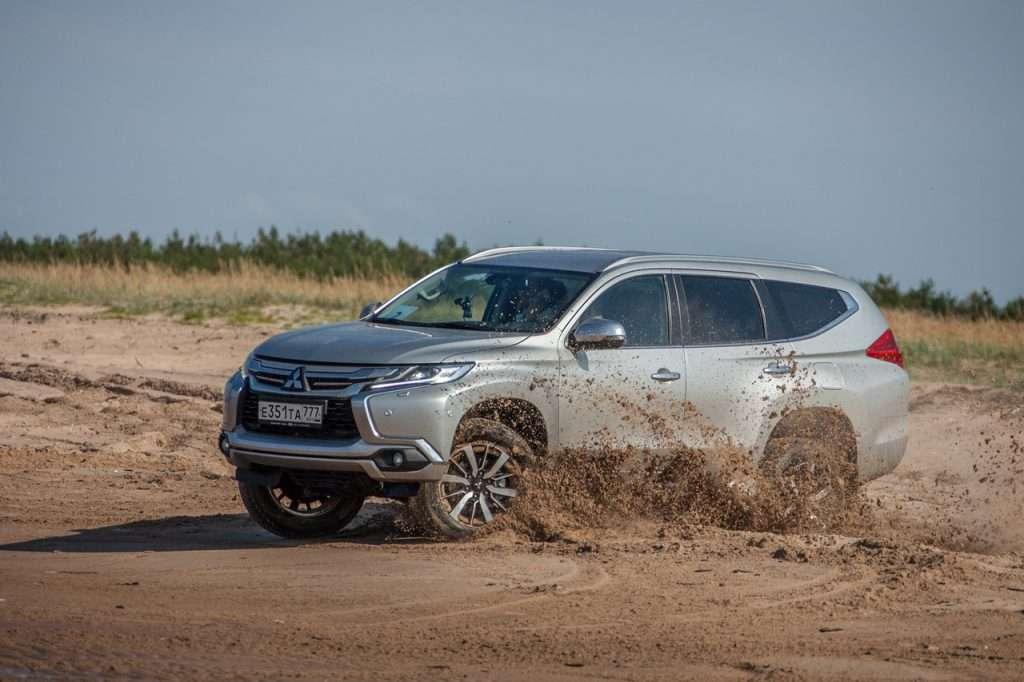 Флагманський Mitsubishi Pajero Sport в РФ отримав версію з бежевим салоном