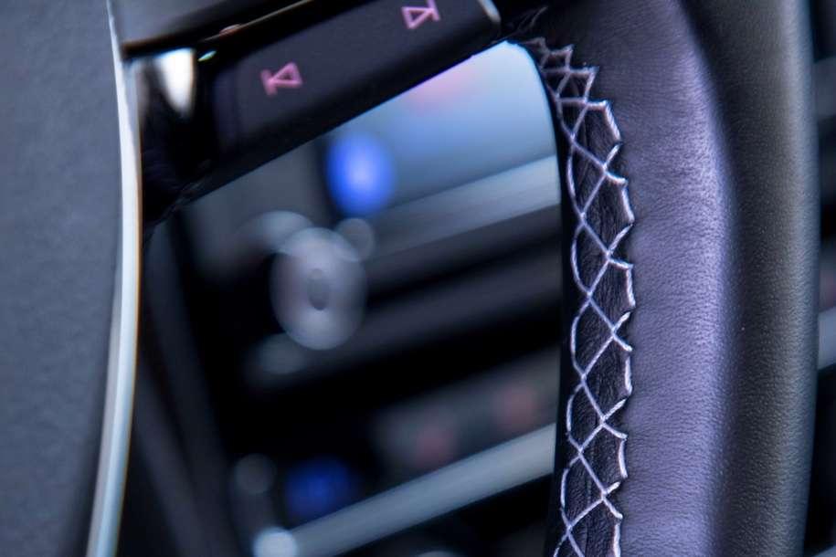 Volkswagen представила «заряджену» версію седана Passat GT