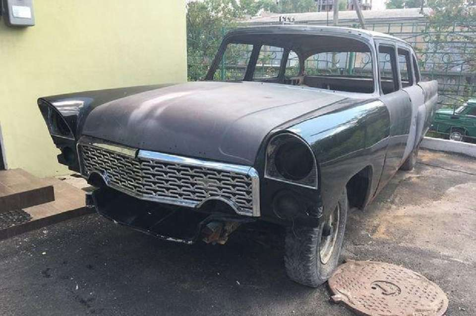 В Україні на продаж виставили рідкісний ГАЗ-13 «Чайка» 1975 року