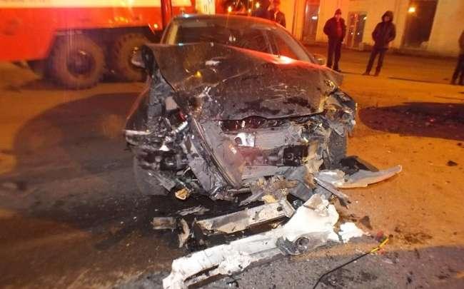 У Кургані в ДТП «Рено Логан» та «Форд Фокус» постраждали обидва водія