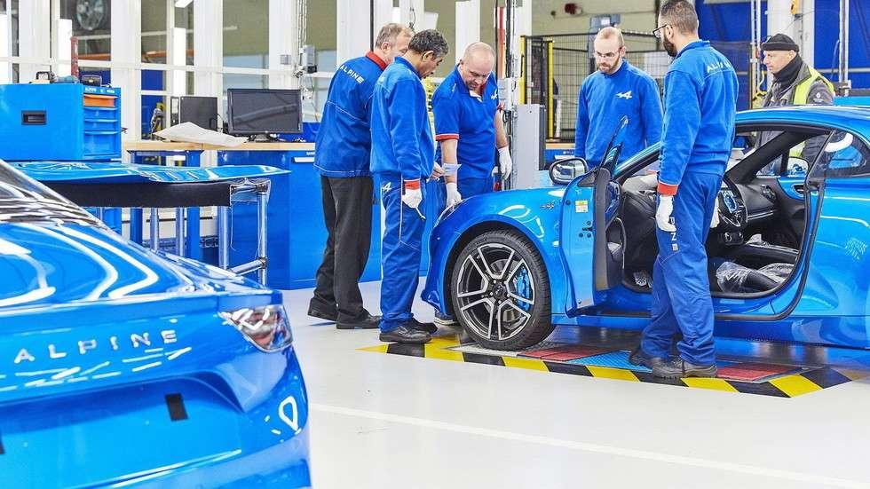 252-сильний спорткар Alpine A110 офіційно став на конвеєр