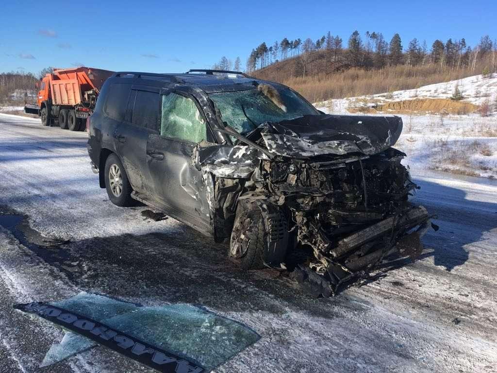 У Сковородинском районі сталося лобове ДТП позашляховики й вантажівки