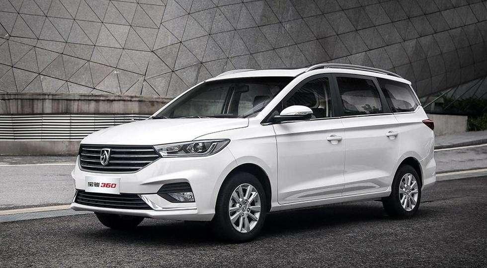 GM і SAIC представили на фото новий компактвен Baojun 360