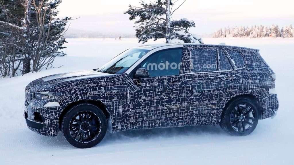 BMW приступила до зимових тестів нового кросовера BMW X5 M