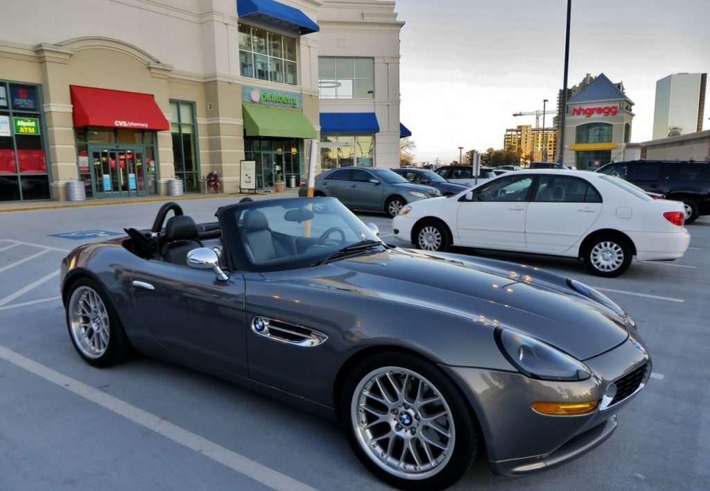 Родстер BMW Z8 з історією: на торги виставили машину засновника Apple