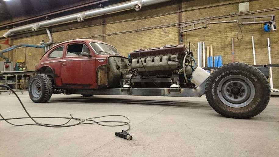 Малолітражка Volvo PV544 1960 року отримала 38,8-літровий мотор V12