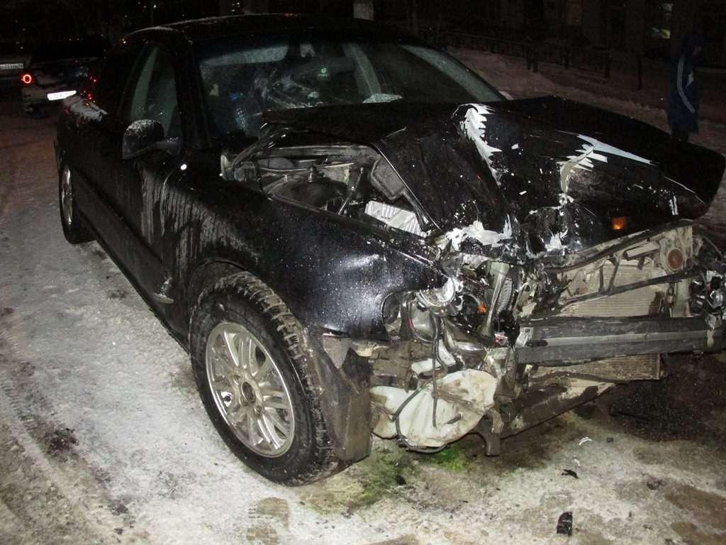 Три людини постраждали в ДТП «Шевроле» і «Вольво» в Ухті