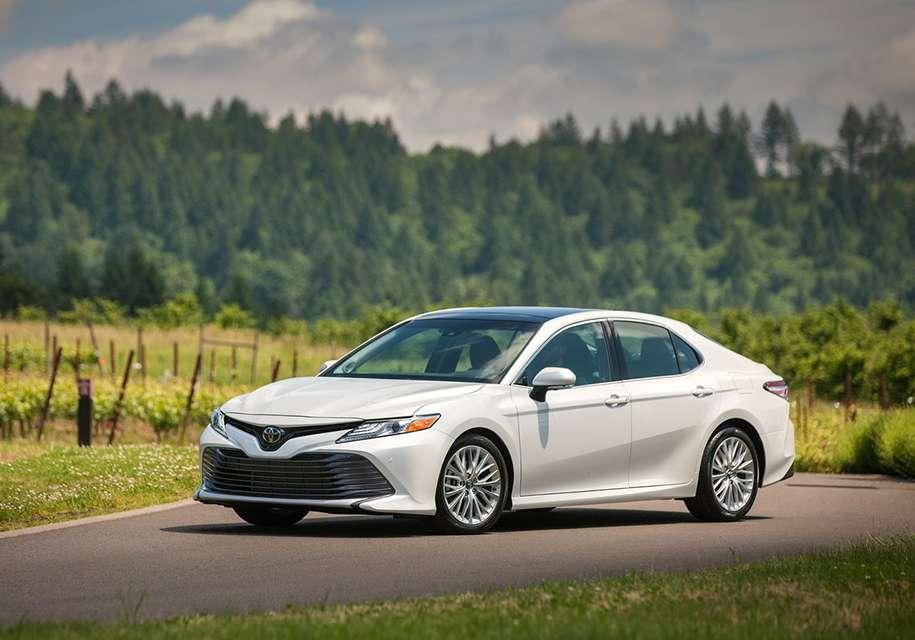 Toyota до 2018 року виведе на ринок РФ новий Camry і кросовер C-HR