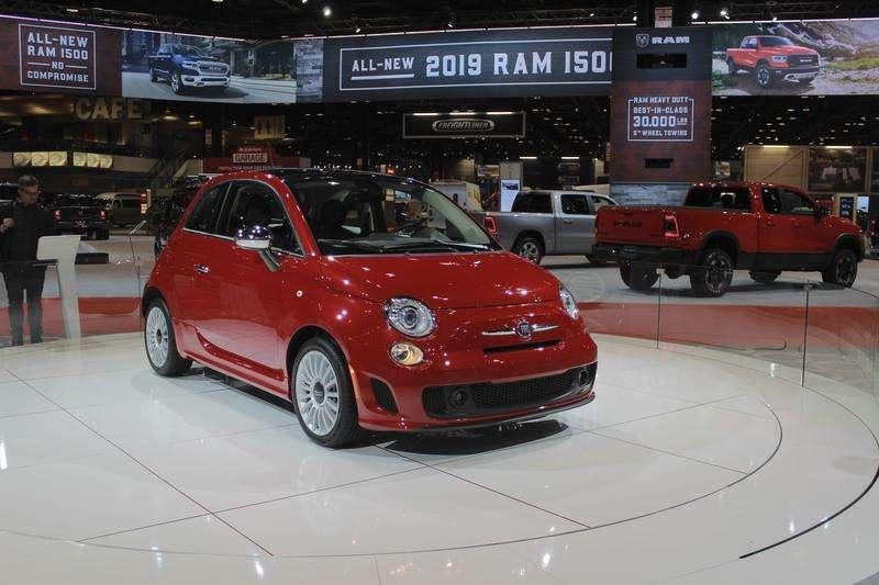Базова версія хетчбека Fiat 500 отримала 1,4-літровий турбомотор