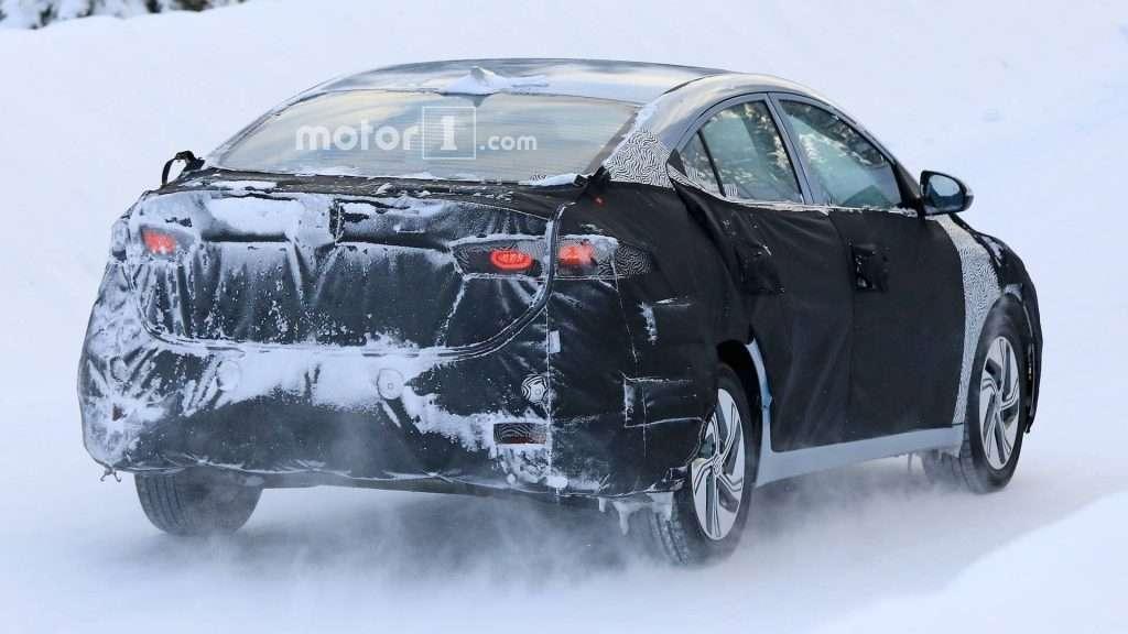 Електрична версія седана Hyundai Elantra помічена на тестах