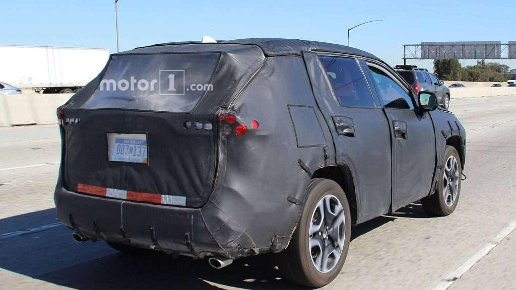 Toyota вивела на тести нове покоління кросовера Toyota RAV4