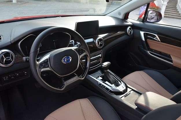 Автоконцерн BAIC показав оновлений седан A6 Сһапде