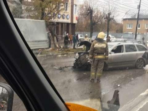 На перехресті в Тулі сталося ДТП двох іномарок