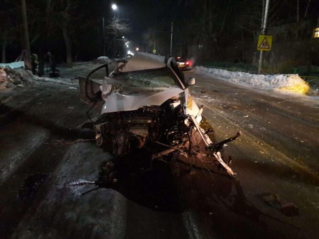 В Алтайському краї загинув таксист після зіткнення з деревом