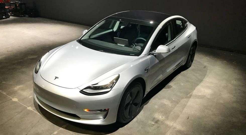 Tesla Model 3 з пробігом продають в чотири рази дорожче нової